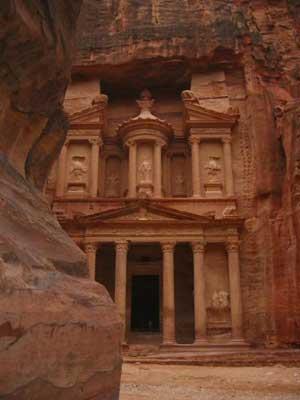 http://www.travelegypt.com/siteinfo/images/Petra_treasury.jpg